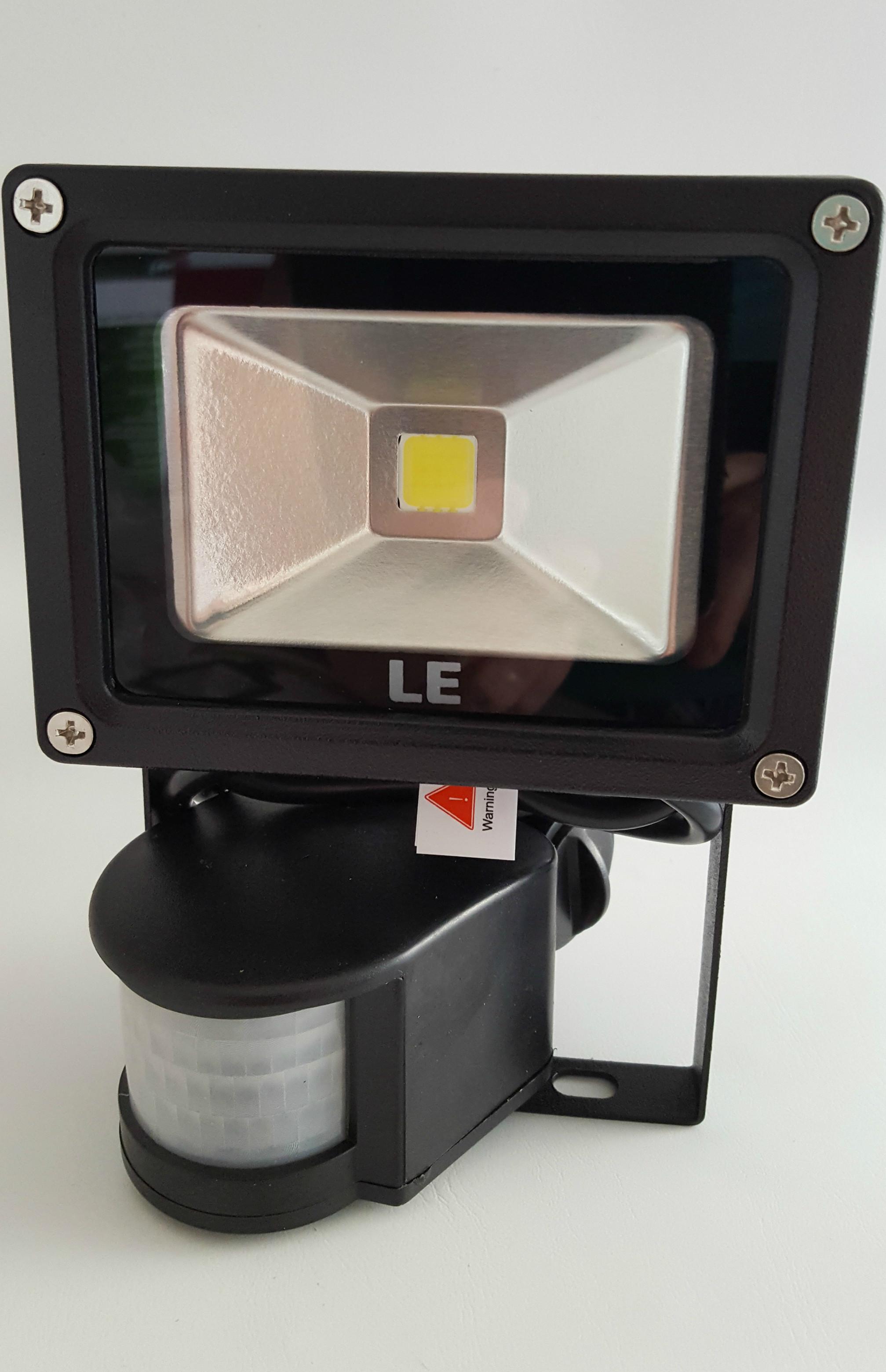 LED-Fluter-mit-Bewegungsmelder-von-Lighting-EVER-Beitragsbild Stilvolle Led Strahler Mit Bewegungsmelder Test Dekorationen