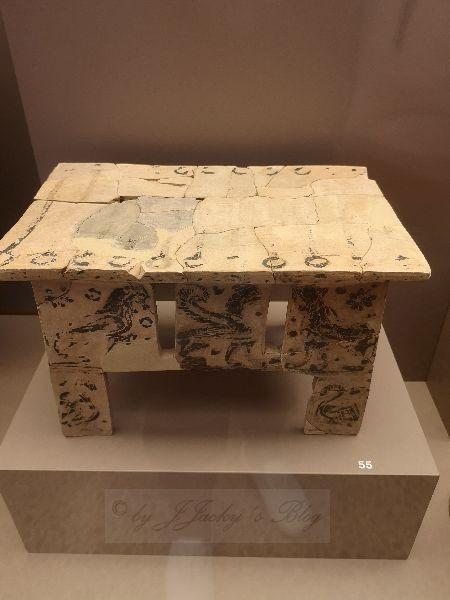 Museum Tisch